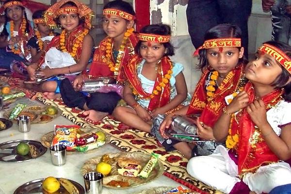 पंजाब में इस दौरान दिन में सिंहवाहिनी मां दुर्गा का कीर्तन और रात में जगराता करने का महत्व है। यहां पर नवरात्रि के पहले 7 या 8 दिन व्रत रखने की भी परंपरा है।