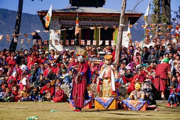 उत्तर भारत के राज्यों में इस दौरान राम लीला खेलने की परंपरा है। यहां पर कई दिनों पहले से ही इसकी तैयारियां शुरु कर दी जाती है।