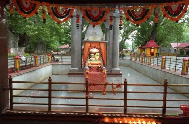 देवी मां का यह श्रीनगर से करीब 27 किलोमीटर दूरी पर तुल्ला मुल्ला गांव में स्थापित है।