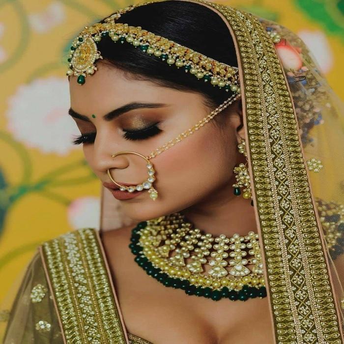 शादी का दिन दुल्हन के बेहद ही अहम होता है। इस दिन हर किसी की नजर सिर्फ दुल्हा व दुल्हन पर ही टिकी होती है।