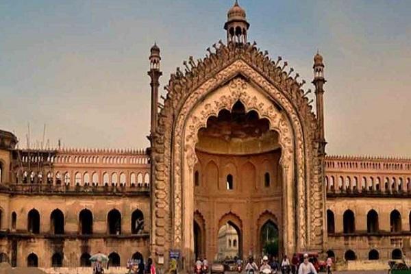 इस शहर की वास्तुकला दिल्ली सल्तनत, मुगलों, नवाबों के साथ-साथ अंग्रेजों से काफी प्रभावित होकर की गई है।