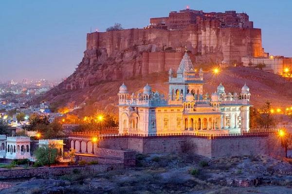 भारत की संस्कृति को करीब से अनुभव करने के लिए राजस्थान घूमने जाना एकदम सही रहेगा।