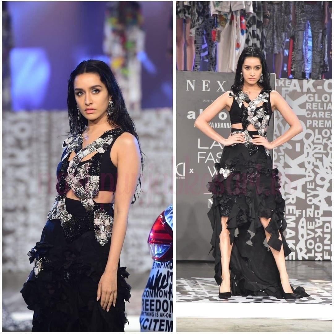 चित्रांगदा सिंह मशहूर फैशन डिजाइनर शिखा और सृष्टि के लिए रैंप पर उतरीं। उन्होंने ब्लू और व्हाइट सिमरी लहंगा पहना था, जिसमें वो बेहद खूबसरत लग रही थी।