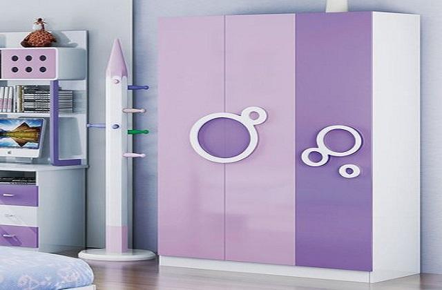 तो चलिए आज हम आपको अलमारी के कुछ डिजाइन दिखाते हैं। ये अलमारी आपके बच्चे के कमरे में सुंदर लगने के साथ उन्हें खूब पसंद भी आएगी।