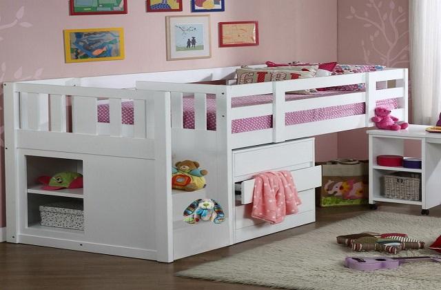 अगर कमरे में जगह कम है तो आप ऐसा बेड खरीद सकते हैं, जिसमें बॉक्स बने हो।