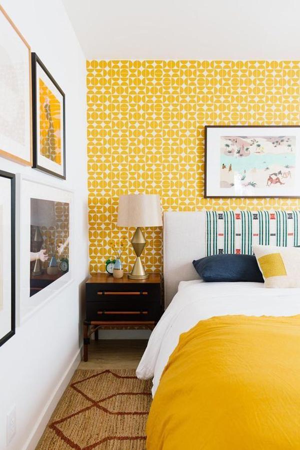 वहीं, पीला रंग सकारात्मकता और खुशहाली की निशानी माना जाता है। इससे घर में हमेशा पॉजिटिव एनर्जी बनी रहती है।