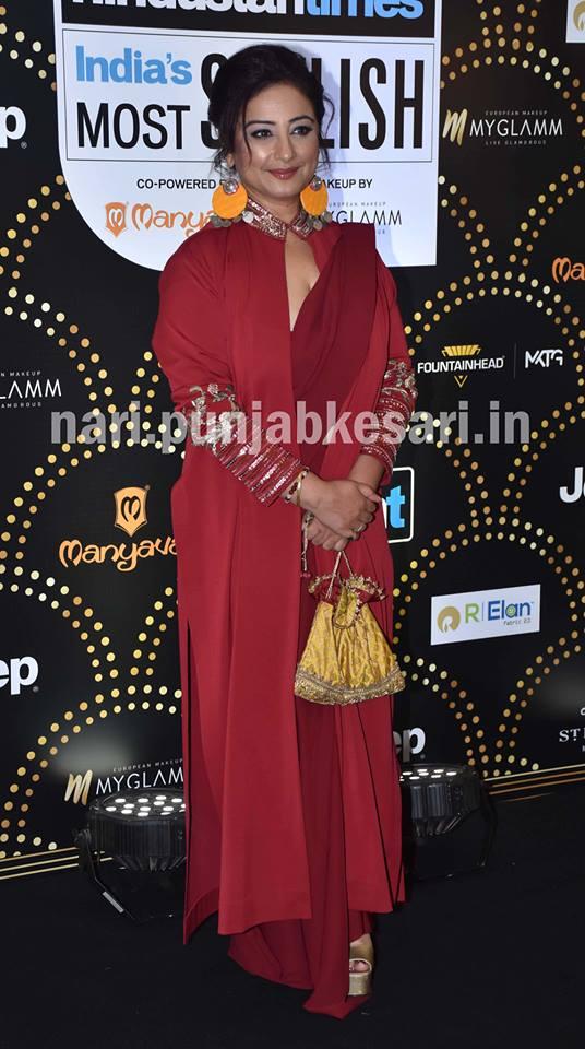 हर साल की तरह इस साल भी HT India Most Stylish Awards 2019 होस्ट किए गए, जिसे अटेंड करने पहुंचे कई बॉलीवुड स्टार्स। शो में दीवाज ज्यादातर ब्लैक आउटफिट में नजर आईं।