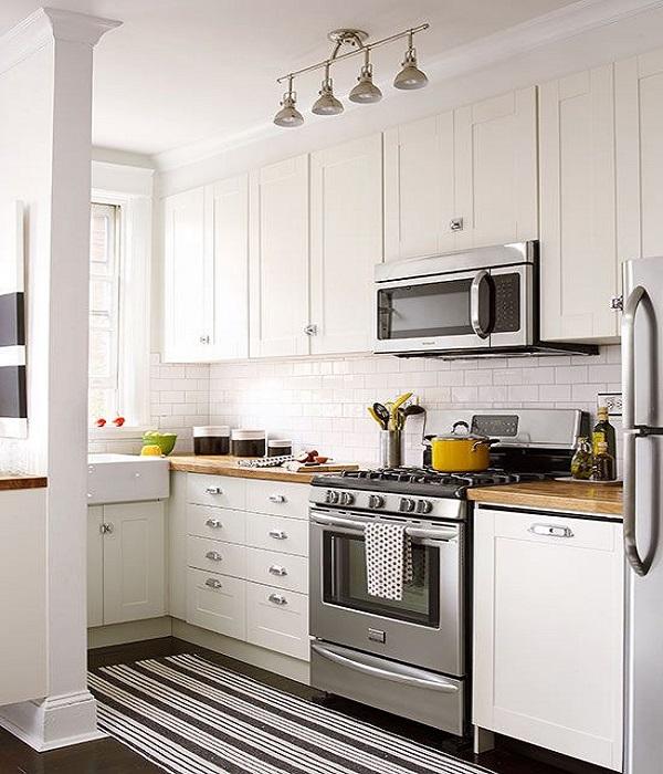 किचन शेल्फ की नीचे से लेकर दीवारों तक का इस्तेमाल आप कैबिनेट्स बनाने के लिए कर सकते हैं।
