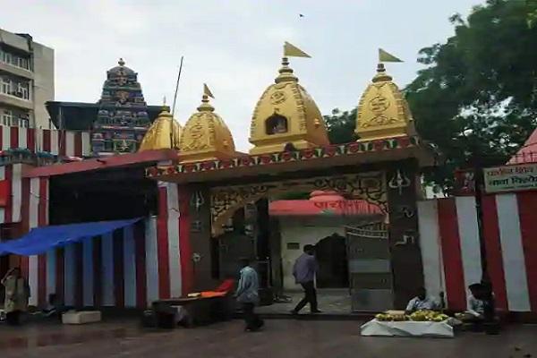 यहां पर गणेश चतुर्थी दौरान अलग ही रौनक रहती है। मान्यता है कि इन मंदिरों में बप्पा के दर्शन व पूजा करने से मनोकामना पूरी होती है।