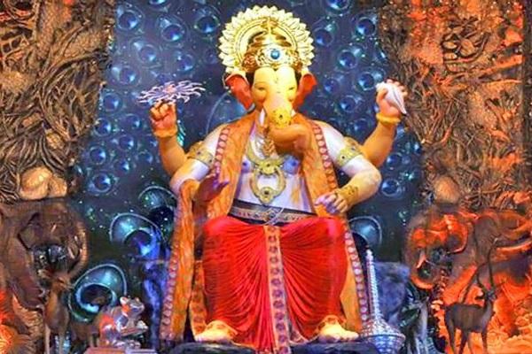 साथ ही पूरे 10 दिनों तक यहां पर खूब रौनक देखने को मिलती है। ऐसे में देशभर से लोग मंदिर में बप्पा के दर्शन व पूजा करने आते हैं।