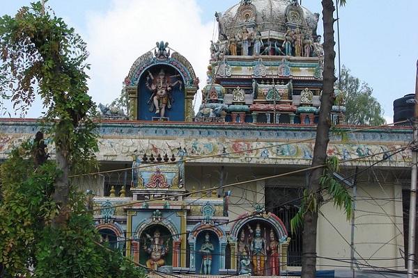 श्री शुभ सिद्धि विनायक मंदिर, दिल्ली के मयूर विहार के फेस-वन के पॉकेट चार में स्थापित है। बता दें, यह दिल्ली के प्राचीन मंदिरों में से एक माना जाता है।