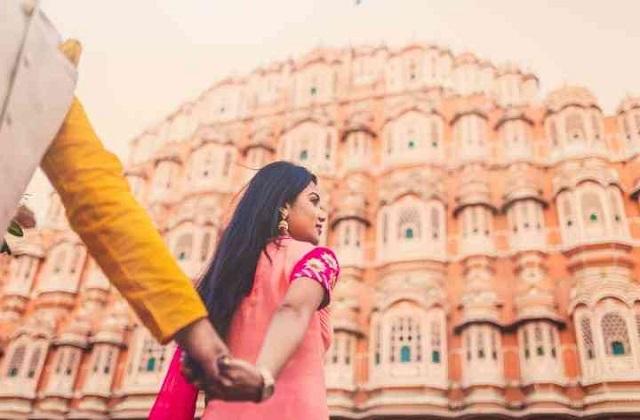 शादी दो लोगों के एक होने का दिन होता है। इसलिए इस दिन को सबसे खूबसूरत दिखने के लिए दुल्हा-दुल्हन खास तैयारियां करते हैं।