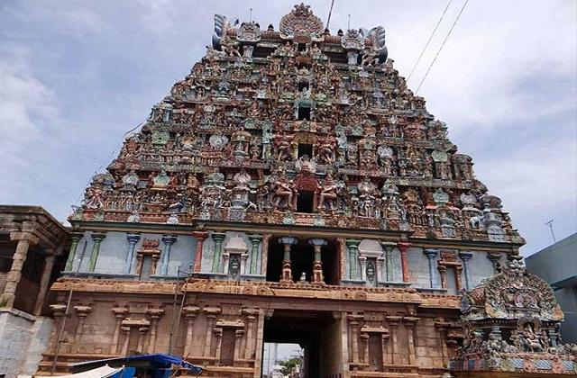 साथ ही इनका अपना अलग ही महत्व है। चलिए जानते हैं भोलेनाथ के पांच तत्व मंदिरों के बारे में...