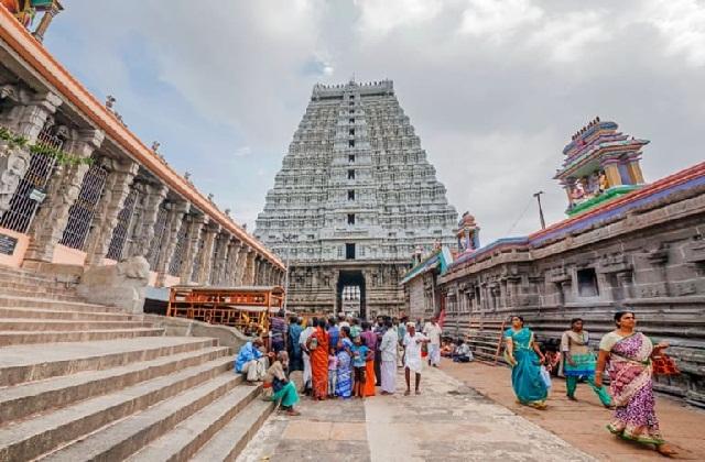 भगवान शिव को समर्पित अन्नामलाई मंदिर अग्नि का प्रतिनिधित्व करता है। यह मंदिर तमिलनाडु के तिरुवन्नामलाई में स्थित है।