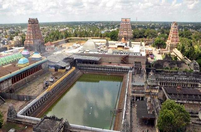 यहां पर भगवान शिव की नृत्य करते हुए मूर्ति स्थापित है। शिव जी के ठीक पास ही माता पार्वती की मूर्ति है।