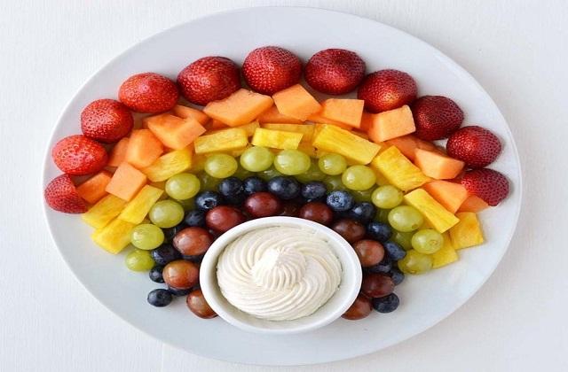 बच्चों का फल व सब्जियों का सेवन जरूरी होता है।