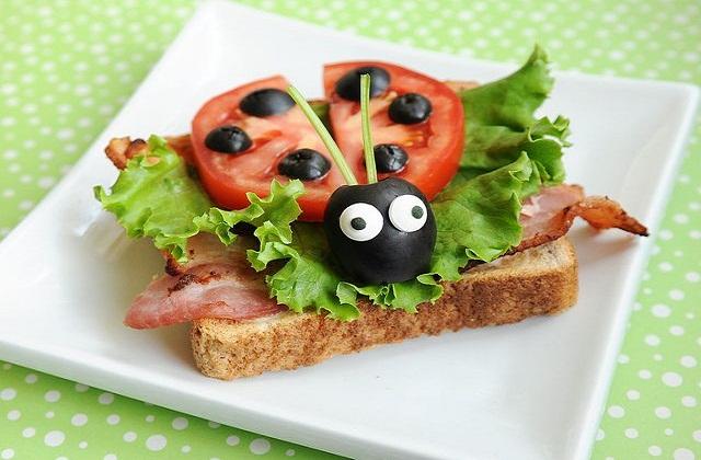 तो चलिए आज हम आपको Salad Decoration के कुछ खास टिप्स बताते हैं...
