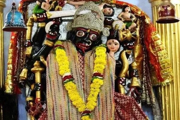 नवरात्रि दौरान लोग देवी दुर्गा के नौ रूपों की पूजा करते हैं। इसके साथ ही भक्त माता रानी के दरबार में दर्शन करने जाते हैं। वैसे तो देशभर में देवी मां के कई पावन स्थल है।