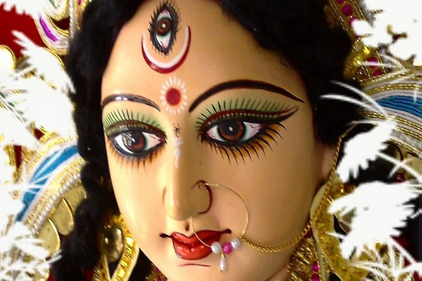 मगर आज हम आपको देवी दुर्गा के 5 मशहूर मंदिरों के बारे में बताते हैं। मान्यता है कि इन प्रसिद्ध मंदिरों में माता के दर्शन मात्र से ही मनचाहा फल मिलता है।