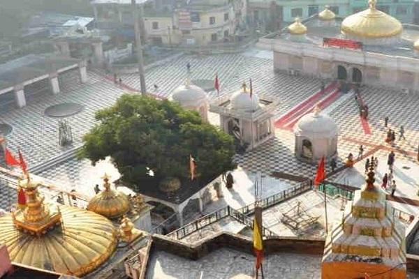 देवी दुर्गा का ज्वाला देवी मंदिर, हिमाचल प्रदेश के कांगड़ा जिले में स्थापित है। यह मंदिर देवी के 51 शक्तिपीठों में से एक माना जाता है।