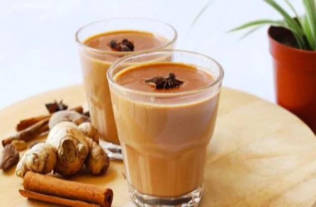 कई लोग सुबह की शुरुआत चाय की चुस्की लेकर करते हैं। इससे उनकी काम करने की शक्ति बढ़ने के साथ वे दिनभर फ्रेश महसूस करते हैं।