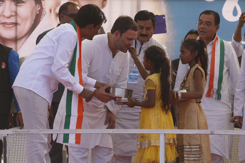 मोदी ने लगाया 'गब्बर सिंह टैक्स' GST : राहुल गांधी