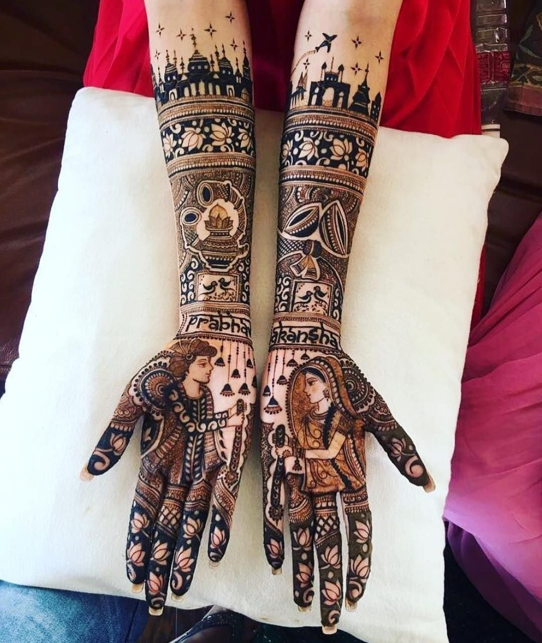 जयमाला पोर्ट्रेट मेहंदी डिजाइन भी दुल्हन के लिए बेस्ट है।
