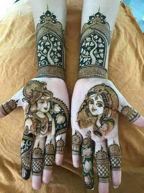 राधा-कृष्ण की दीवानी है तो अपने हाथों में उनकी तस्वीर बनवा सकती हैं।