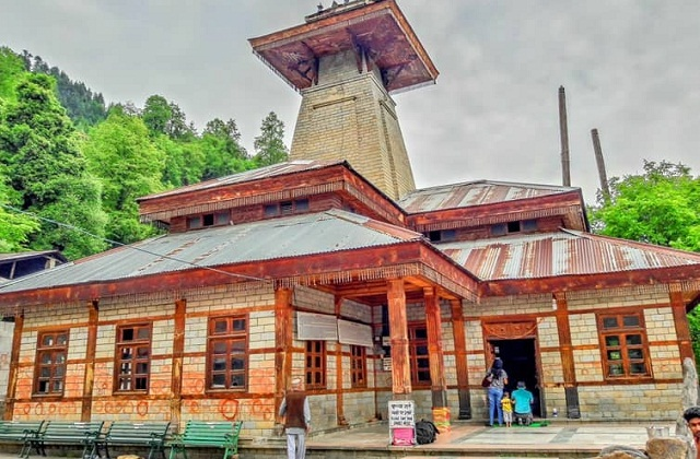 यहां पर आप जोगिनी वाटर फॉल्स, नगर कैसल, पिन वैली नेशनल पार्क, ग्रेट हिमालयन नेशनल पार्क, मनु टेंपल, हिडिंबा देवी मंदिर, वशिष्ट टेंपल व मणिकरण गुरुद्वारा देखने जा सकते हैं।