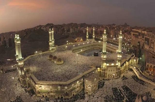 यह मस्जिद सऊदी अरब के मक्का में स्थित है। यहां पर मुस्लिम लोग हर साल हज के लिए जाते हैं।