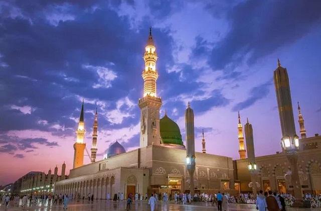 यह विश्व की सबसे बड़ी मस्जिद और आंठवी सबसे बड़ी इमारत है।