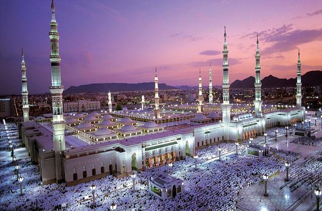 इस मस्जिद की दीवारें ईंटों व पत्थरों से बनी है। मगर इसकी छत लकड़ी से तैयार की गई है।