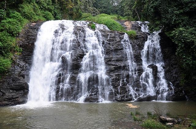 कूर्ग दक्षिण भारत के खूबसूरत शहरों में से एक गिना जाता है। यह कपल्स के लिए यह परफेक्ट डेस्टिनेशन स्पॉट है।