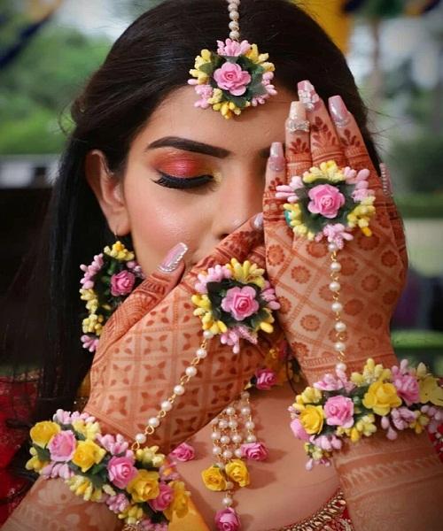 रिश्ता पक्का होते ही लड़कियां शादी की शॉपिंग में लग जाती है।