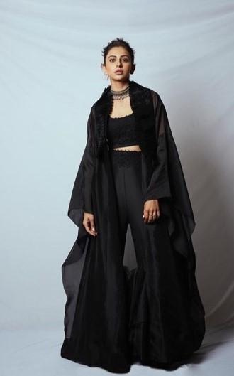 ब्लैक इंडो-वेस्टर्न ड्रेस विद मैचिंग केप
