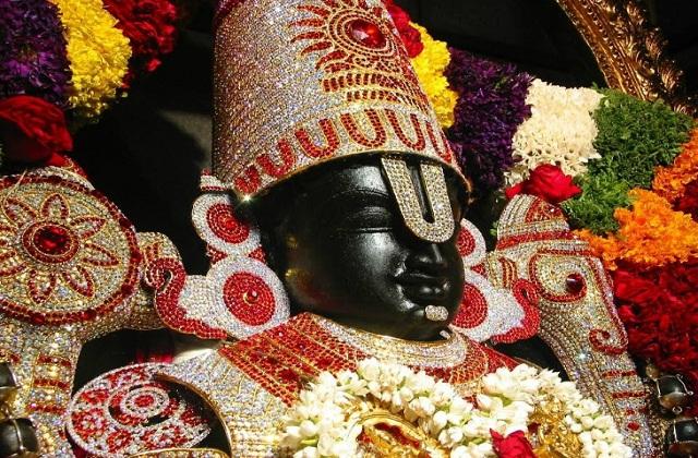 भारत में तिरूपति बालाजी का मंदिर सबसे अमीर माना जाता है। कहा जाता है कि यहां पर हर किसी की मुरादें पूरी होती है।