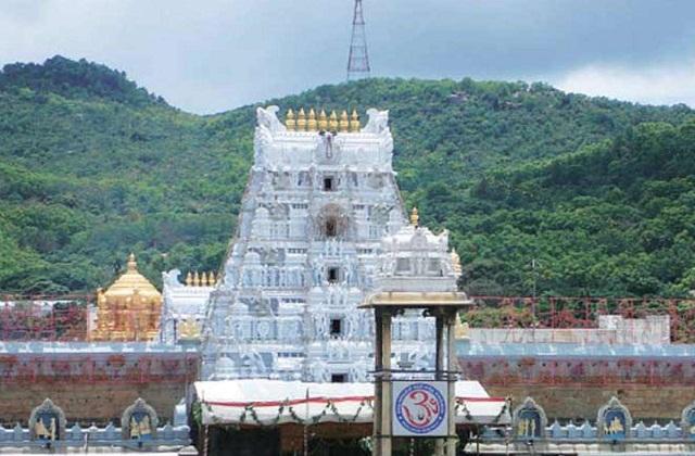 इसके पीछे मान्यता है कि बालाजी में देवी लक्ष्मी का रूप समाहित है।