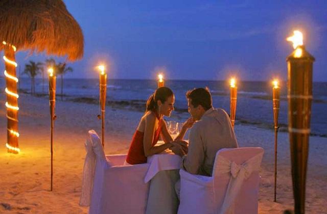 ऐसे में जिन लोगों की नई-नई शादी हुई है वे यहां पर हनीमून ट्रिप प्लान कर सकते हैं। तो चलिए जानते हैं भारत की उन जगहों के बारे में जहां पर जन्नत का अहसास होता है..