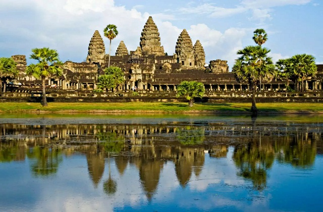 इसे दुनियाभर में सबसे बड़ा धार्मिक स्थल माना गया है।  लोगों की इस मंदिर से आस्था जुड़ी हुई है।
