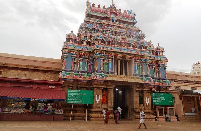 यह मंदिर कावेरपी नदी के तट पर स्थापित है। यहां पर भगवान विष्णु के रंगनाथ स्वरूप की पूजा होती है।