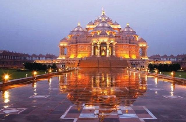 यह स्वामीनारायण संप्रदाय का सबसे बड़ा हिंदू मंदिर माना जाता है। मंदिर को बेहद ही खूबसूरती से तैयार किया गया है।