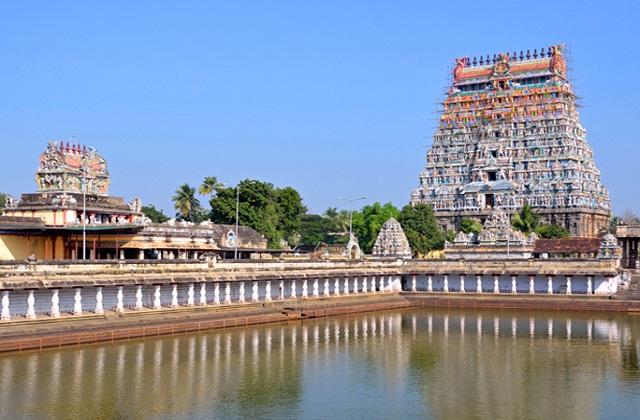 चिदंबरम मंदिर तमिलनाडु के चिदंबरम में स्थित है। यह भगवान शिव को समपर्ति बहुत बड़ा व प्रसिद्ध प्रसिद्ध तीर्थस्थल है।