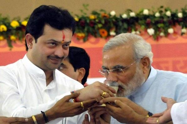Image result for आध्यात्मिक गुरू भय्यूजी महाराज शिवराज सिंह ने सौंपाराज्यमंत्री का दर्जा