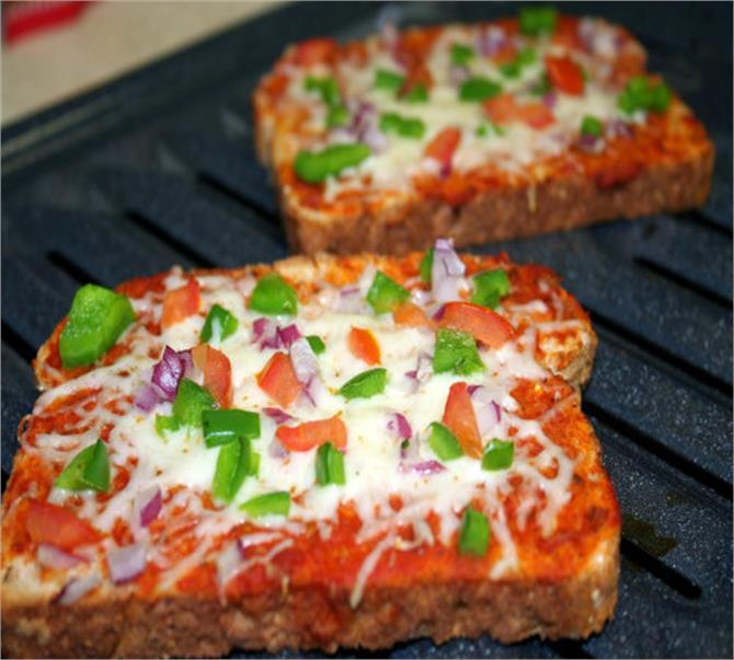 मिनटों में बनाएं क्रिस्पी bread pizza