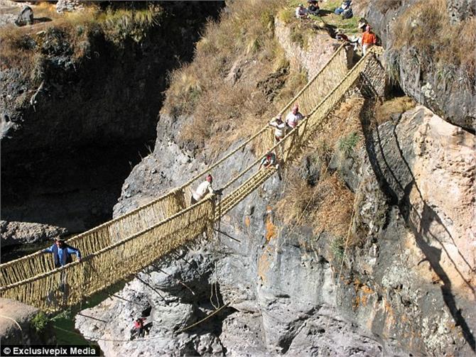 घास की रस्सियों से बनाया 168 फुट लंबा रोप ब्रिज, थम जाएंगी आपकी सांसे
