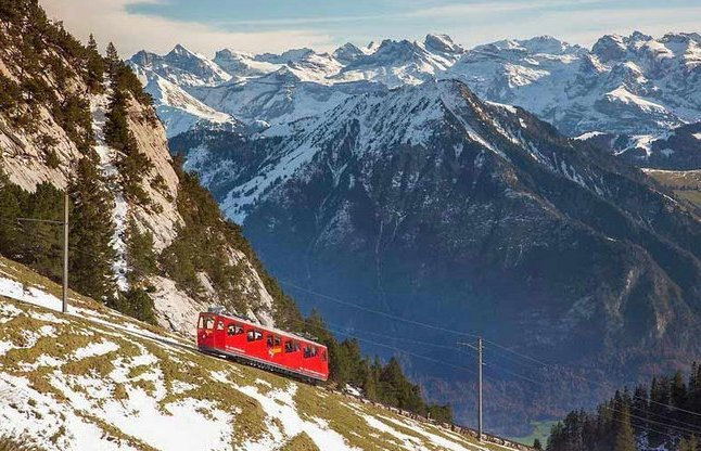 तस्वीरों में देखें ये है दुनिया का सबसे खतरनाक रेलवे ट्रैक