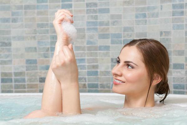 नरक चतुर्दशी: इस तरीके से करें स्नान, स्वस्थ तन के साथ मिलेगा मनचाहा धन