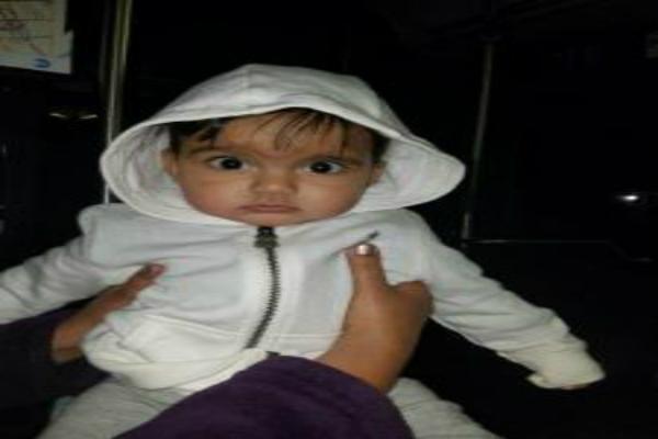 वैन की टक्कर से 8 माह के बच्चे की मौत(Pics)