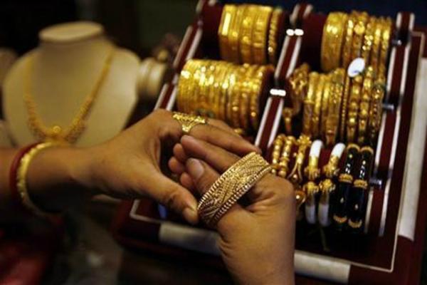 धनतेरस पर सोने, आभूषण की बिक्री 30% बढ़ी