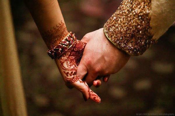 जीवनसाथी की रुचि आप में खत्म हो रही है, करवाचौथ पर करें उपाय